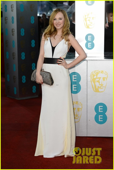 juno temple baftas 2013 red carpet 03