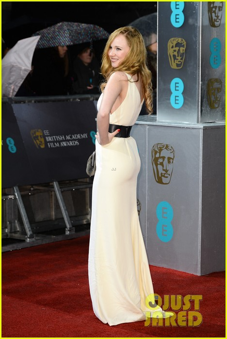 juno temple baftas 2013 red carpet 102808893
