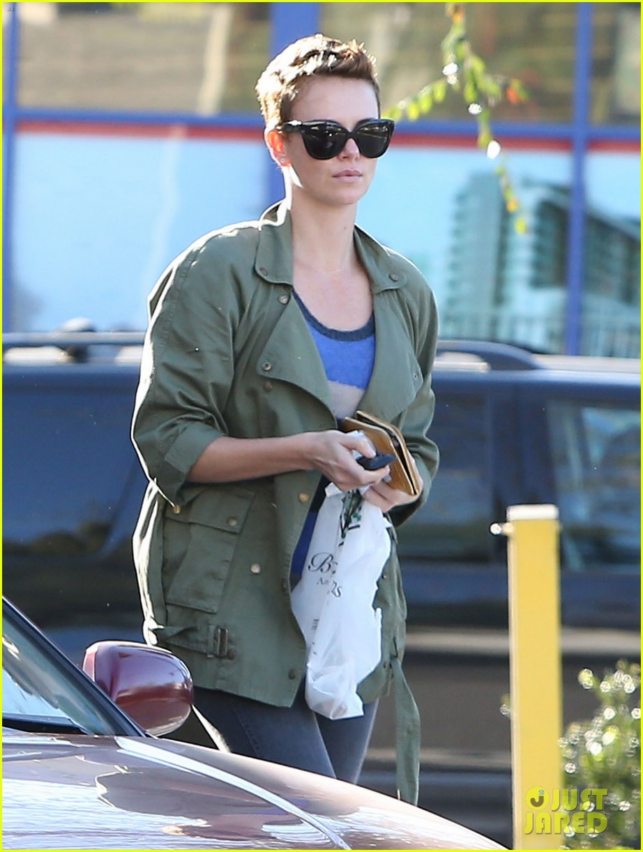 charlize theron bristol farms shopper 042810529