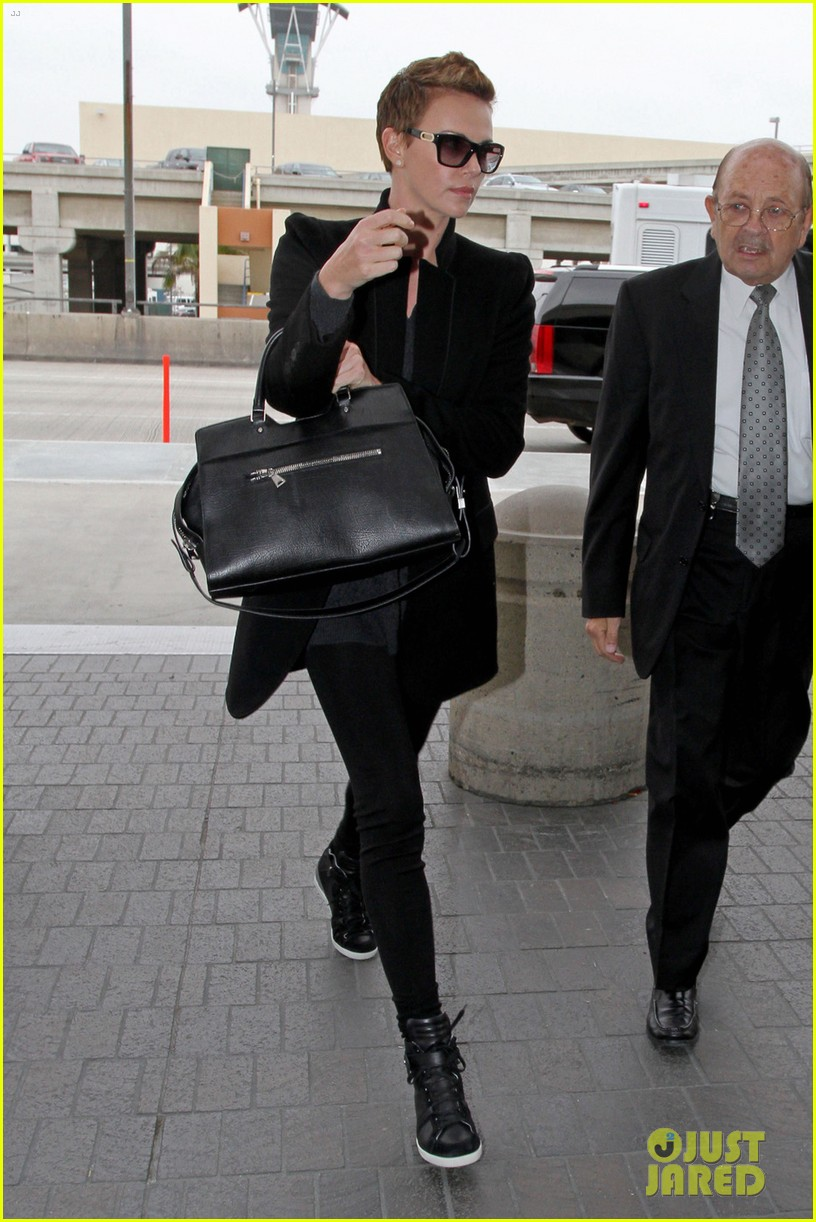 charlize theron dark places leading lady 012806863