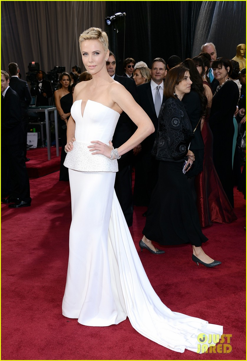 charlize theron oscars 2013 red carpet 052819088