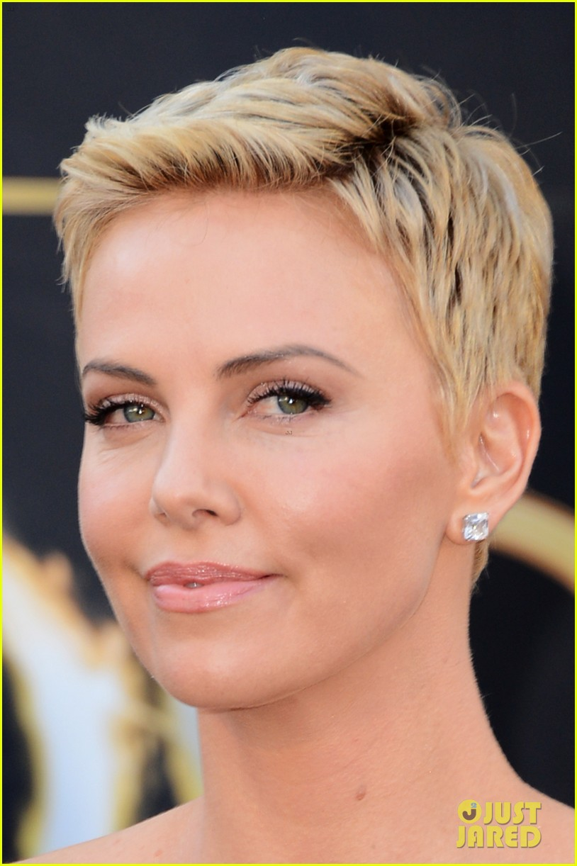 charlize theron oscars 2013 red carpet 072819090