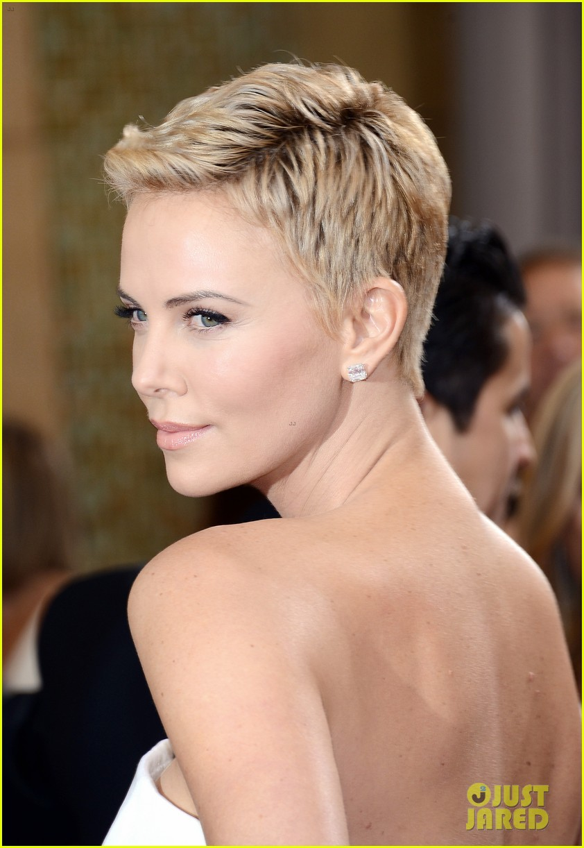 charlize theron oscars 2013 red carpet 082819091