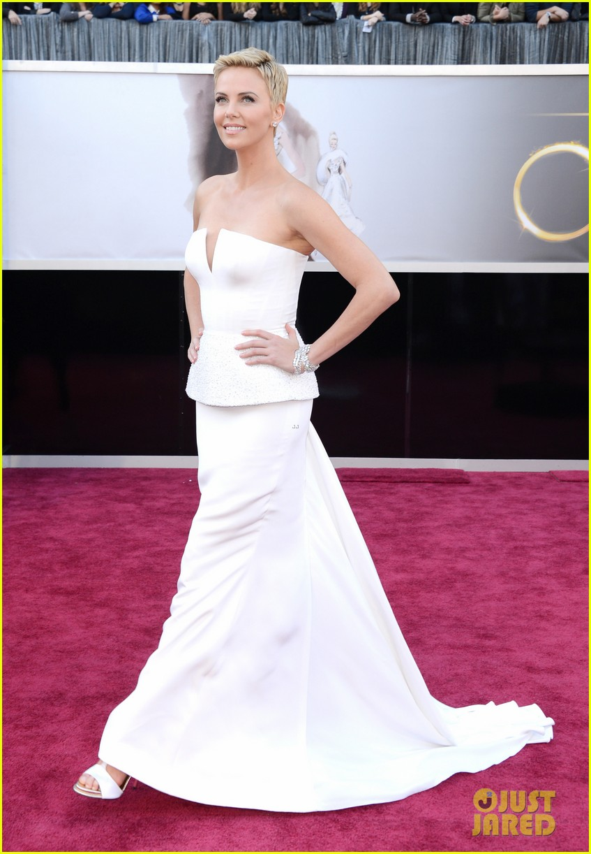 charlize theron oscars 2013 red carpet 092819092