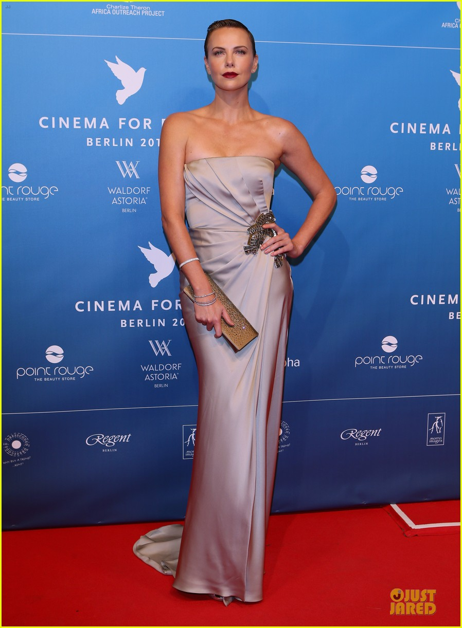 charlize theron cinema for peace gala 01