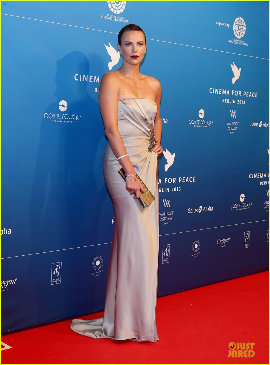 charlize theron cinema for peace gala 03