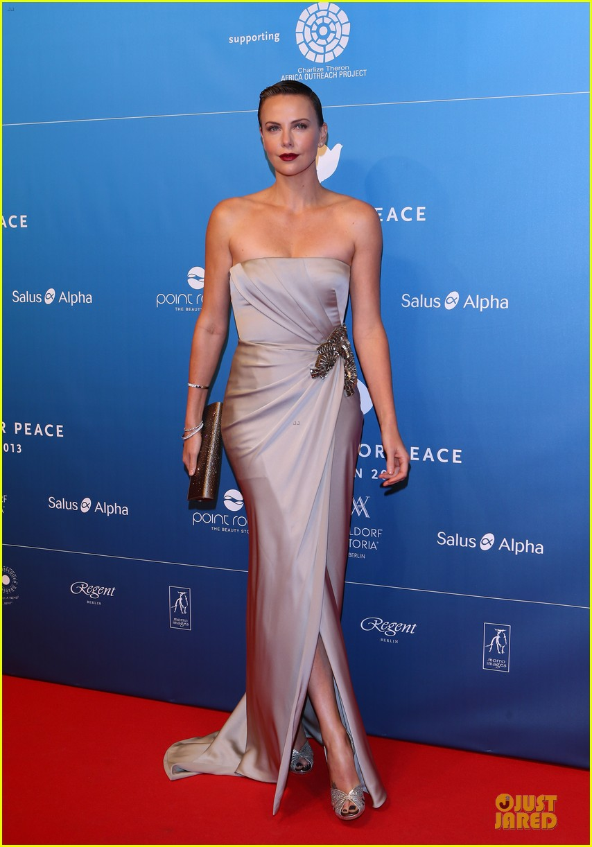 charlize theron cinema for peace gala 05