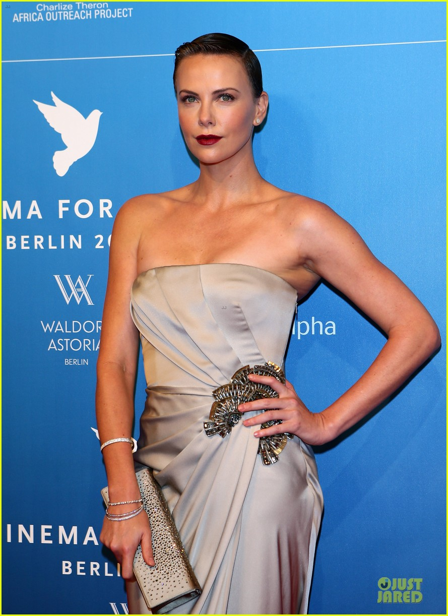 charlize theron cinema for peace gala 06