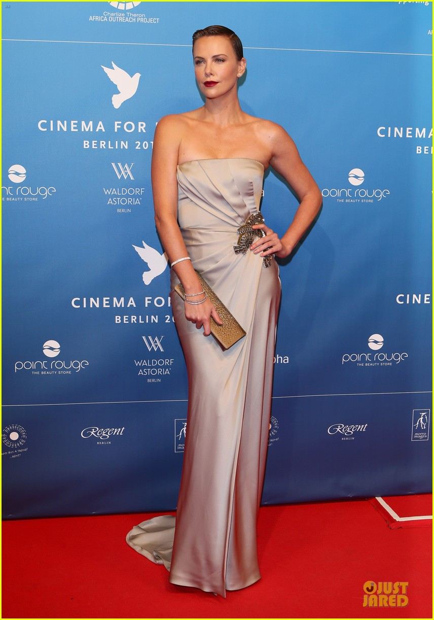 charlize theron cinema for peace gala 072808015