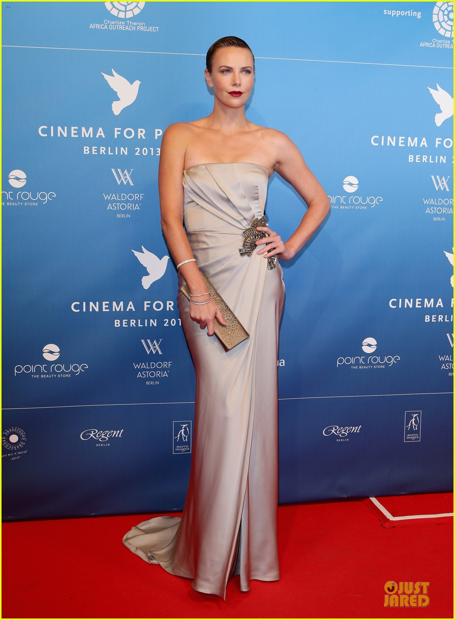 charlize theron cinema for peace gala 082808016