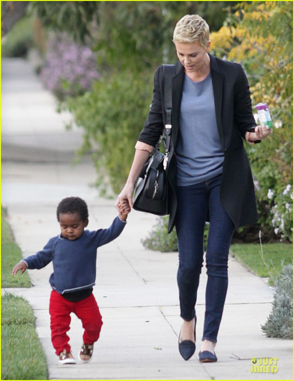 charlize theron playdate with jackson 032817718