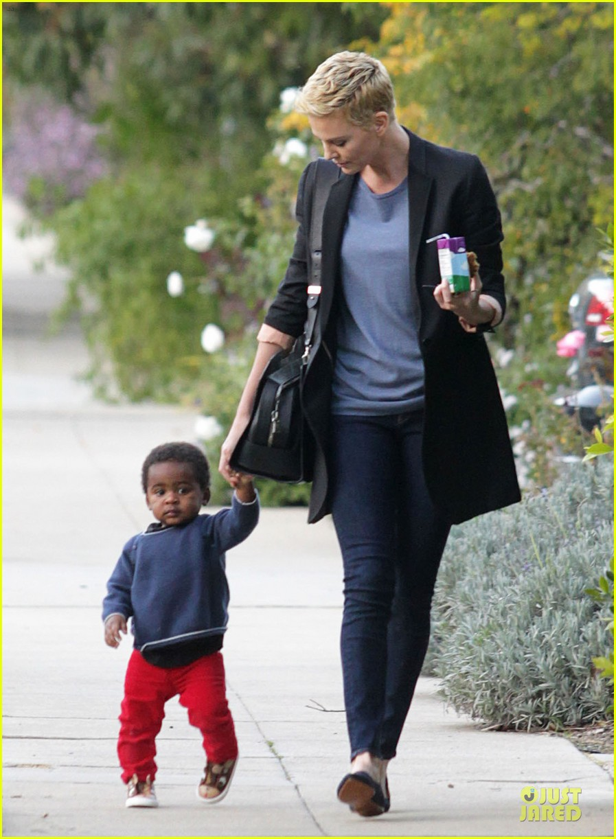 charlize theron playdate with jackson 082817723