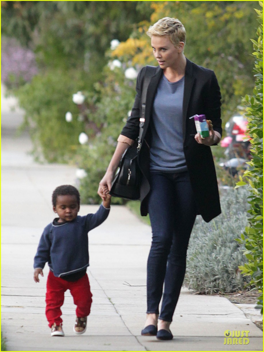 charlize theron playdate with jackson 092817724