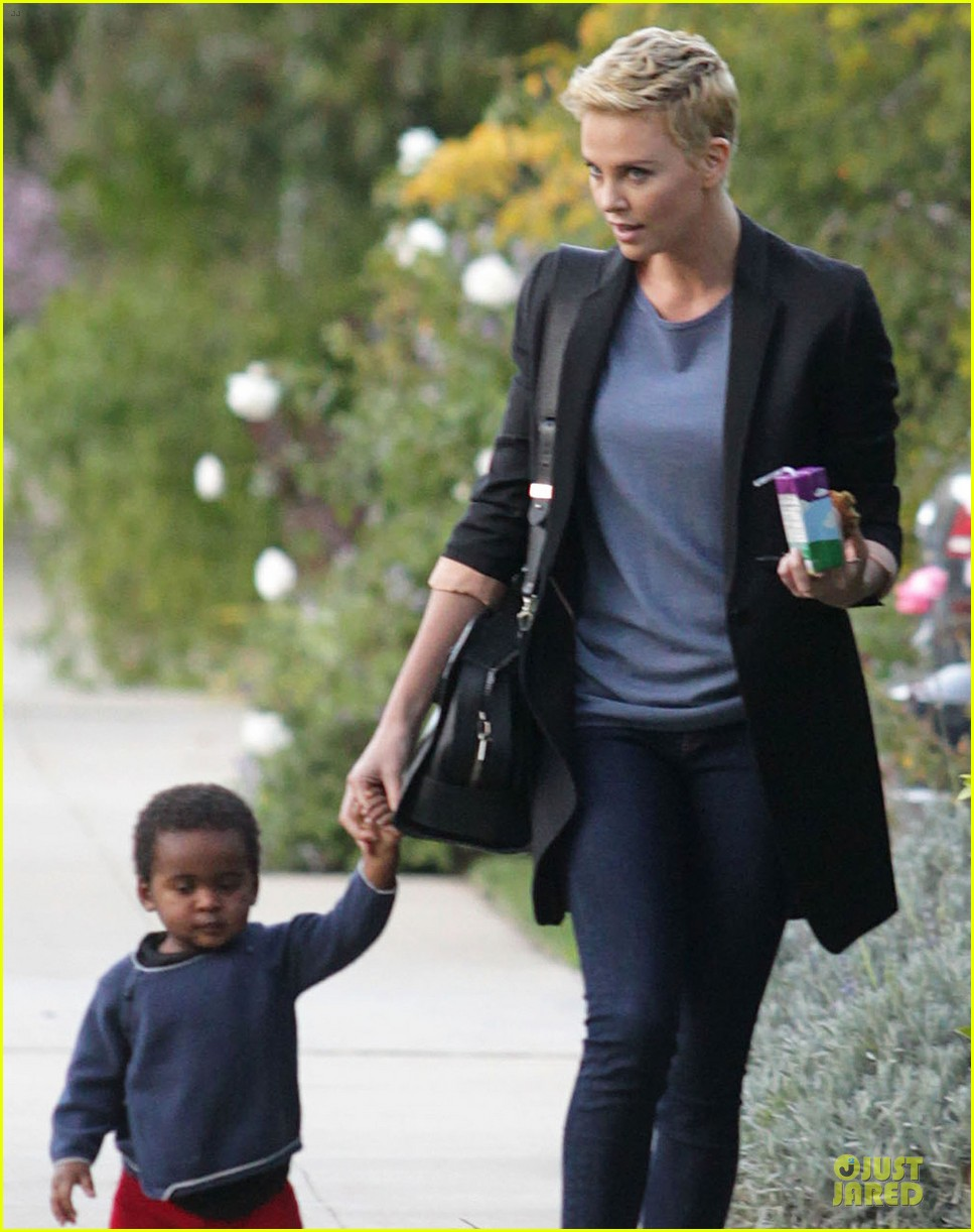 charlize theron playdate with jackson 102817725