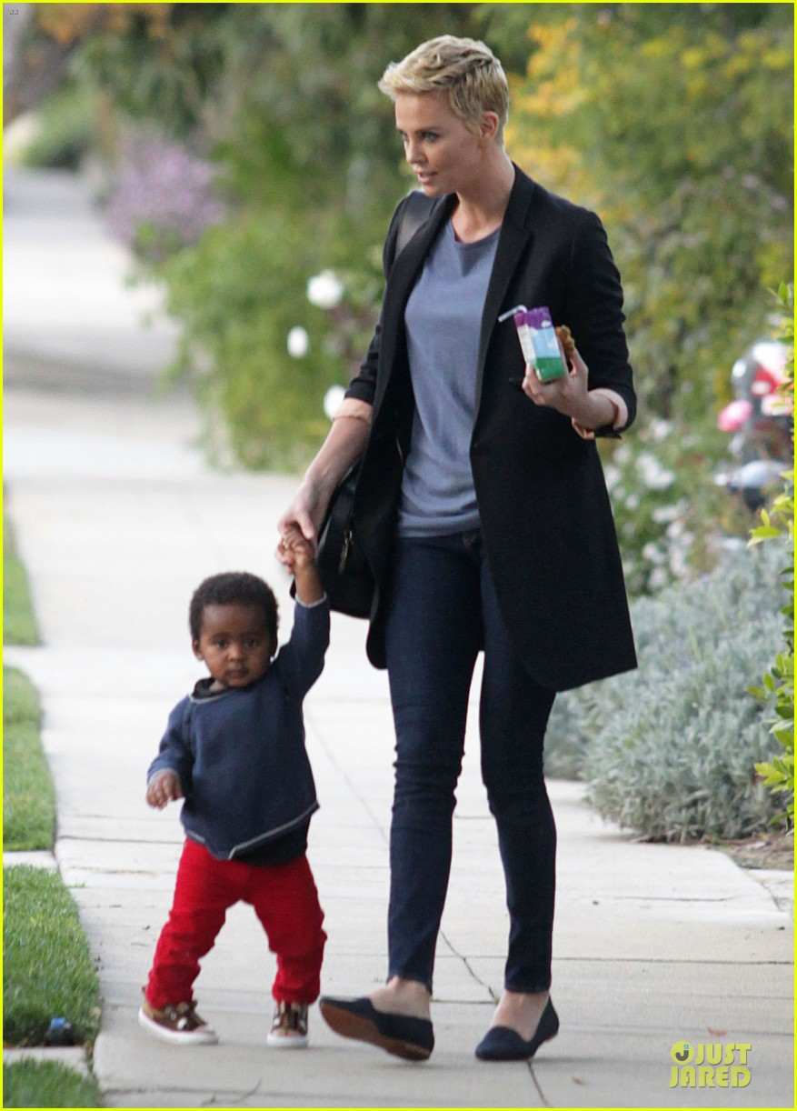 charlize theron playdate with jackson 122817727