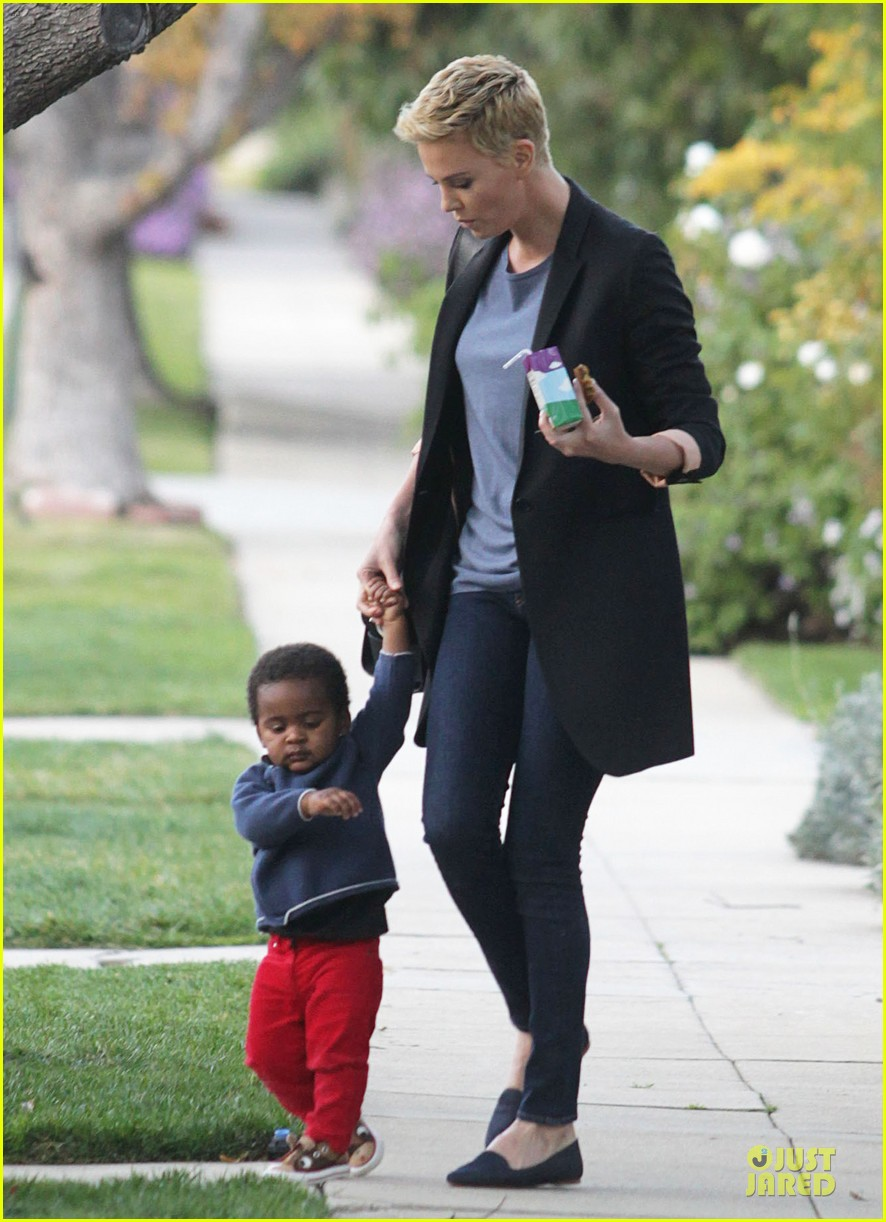 charlize theron playdate with jackson 132817728
