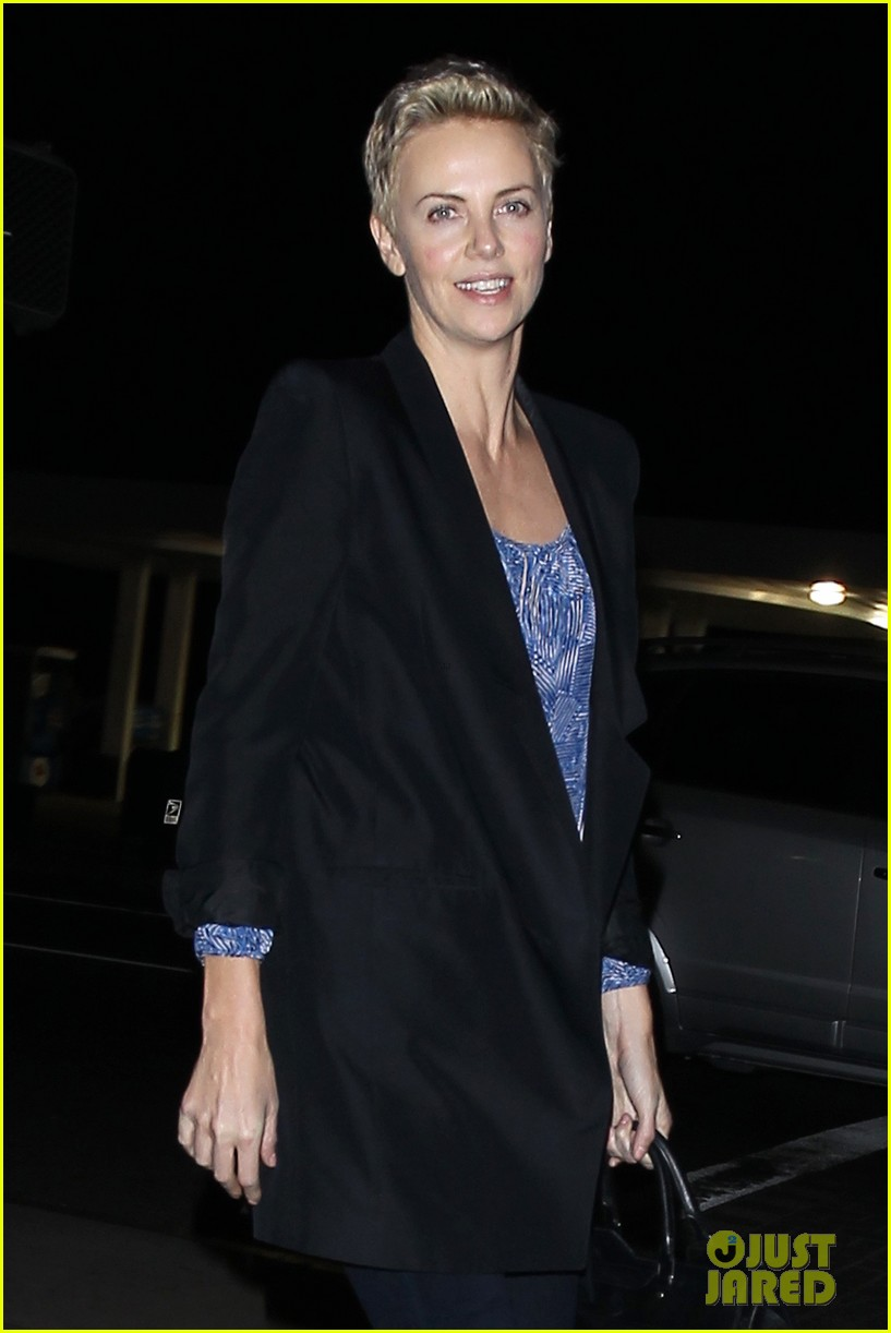 charlize theron partners with toms shoes to prevent aids 012821661