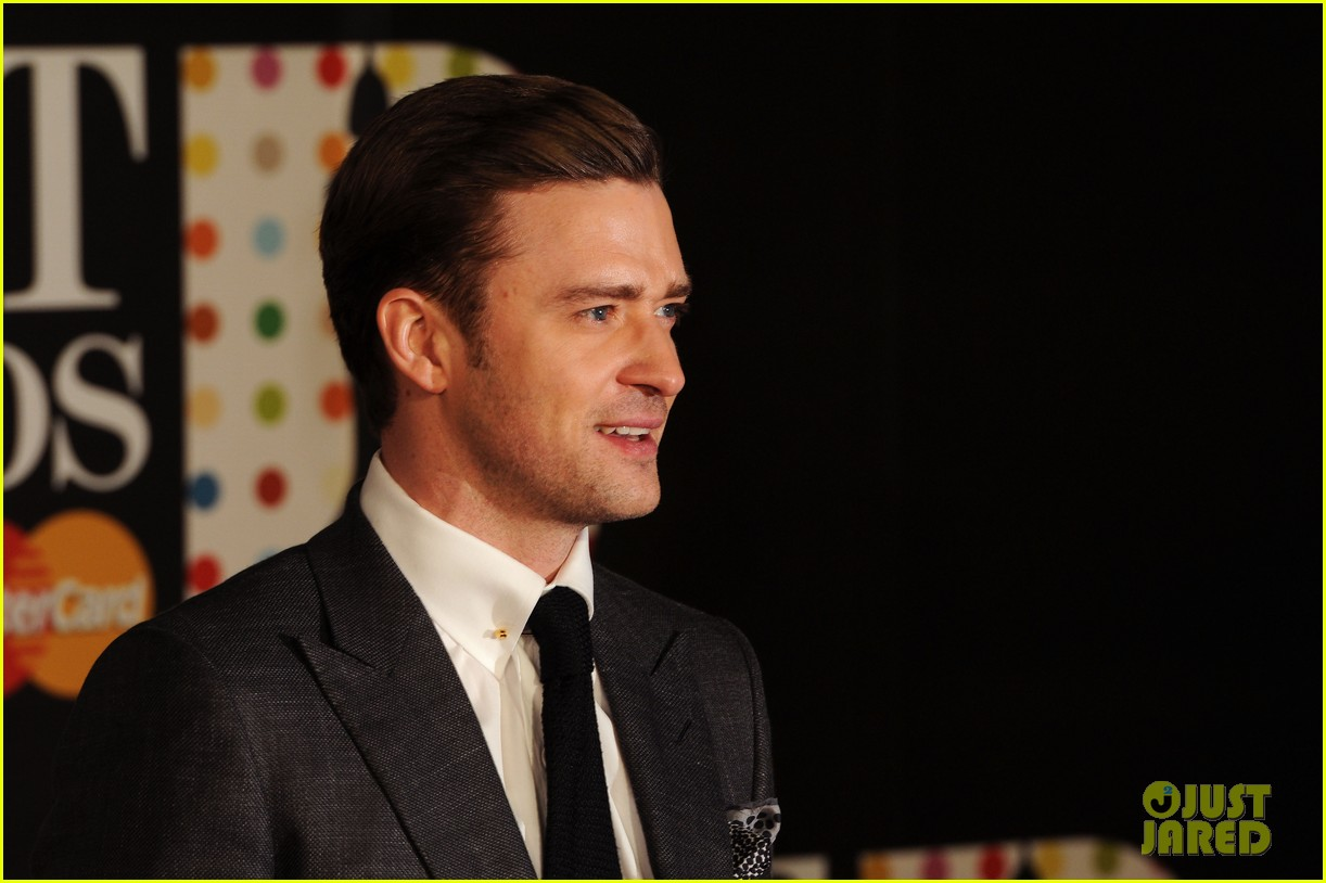 justin timberlake brit awards 2013 red carpet 03