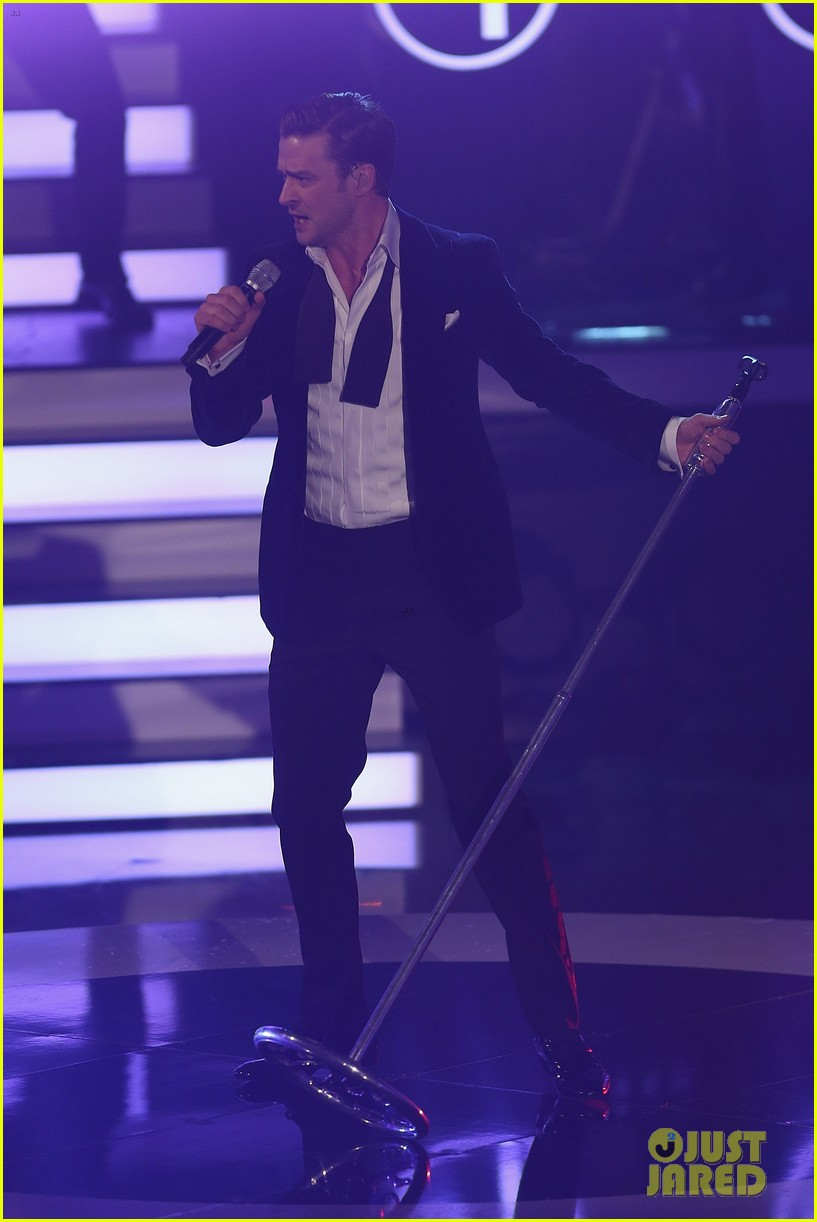 justin timberlake performs mirrors on wetten dass 16