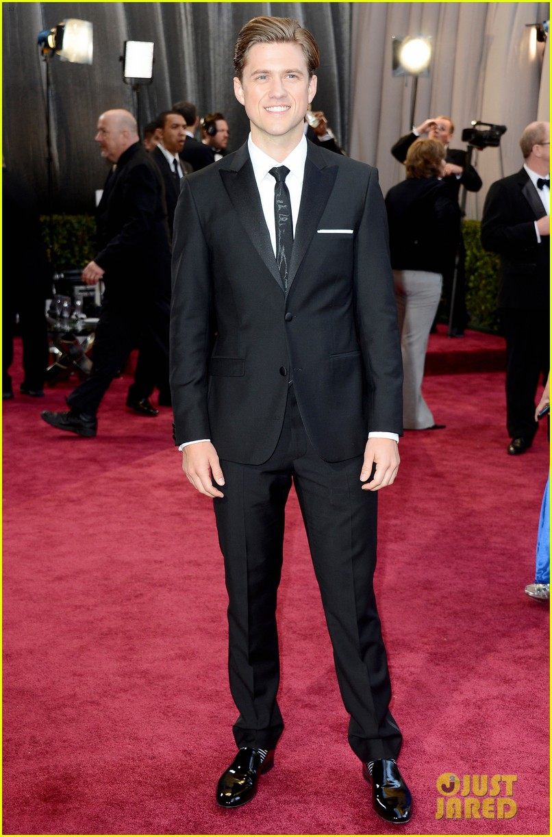 aaron tveit oscars 2013 red carpet 05