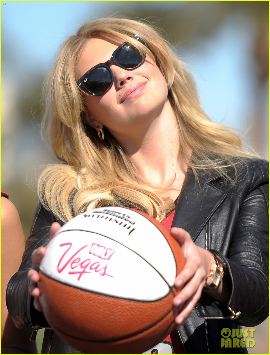kate upton anne v sports illustrated support ncaa 032812721