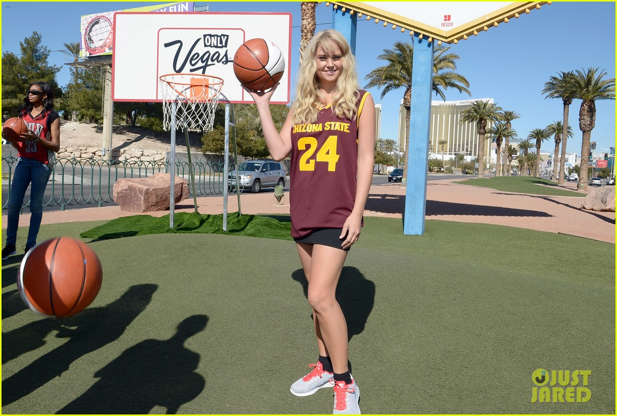 kate upton anne v sports illustrated support ncaa 272812745