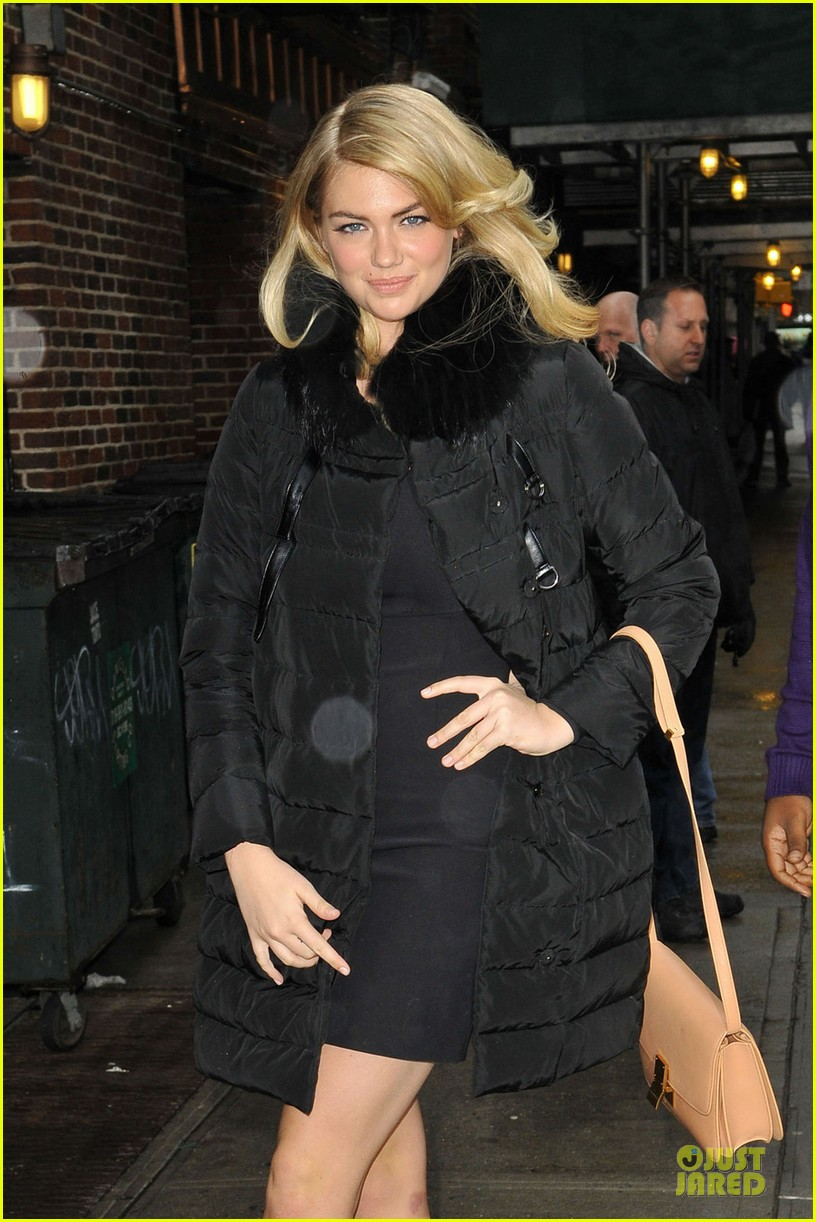 kate upton chrissy teigen si swimsuit models at letterman 022810440