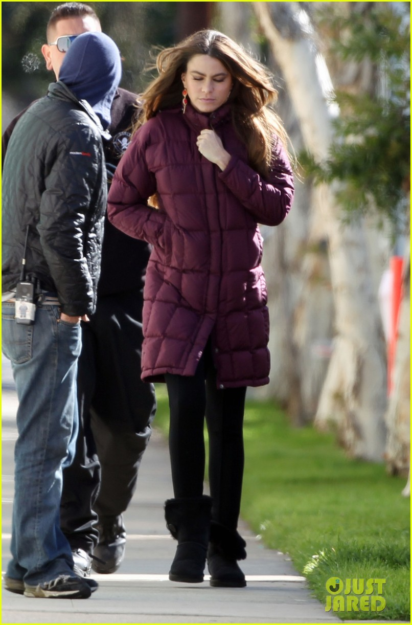 sofia vergara windy day on modern family set 01