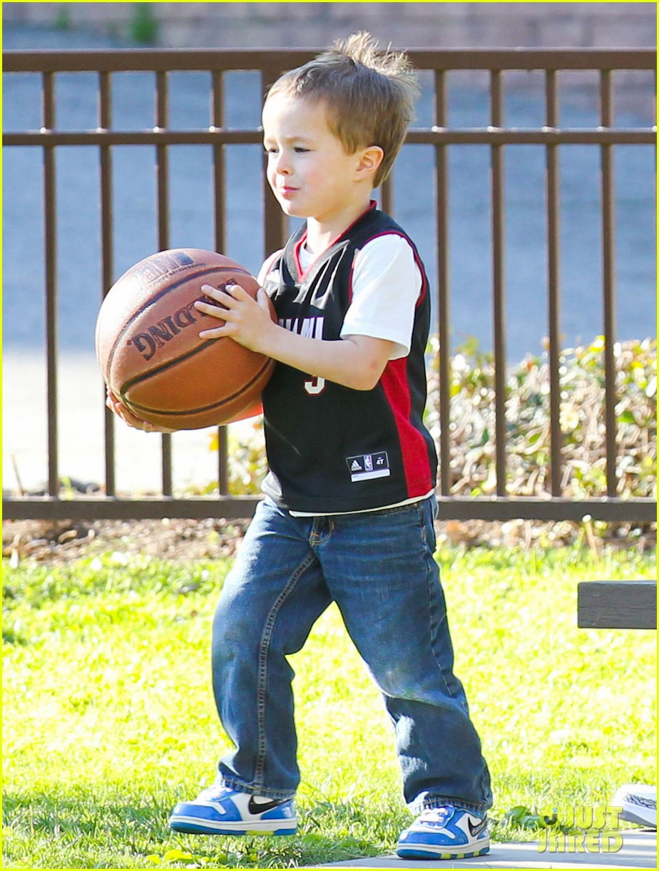 mark wahlberg basketball with brendan 052812194