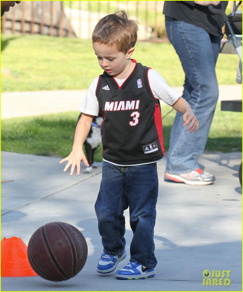 mark wahlberg basketball with brendan 112812200