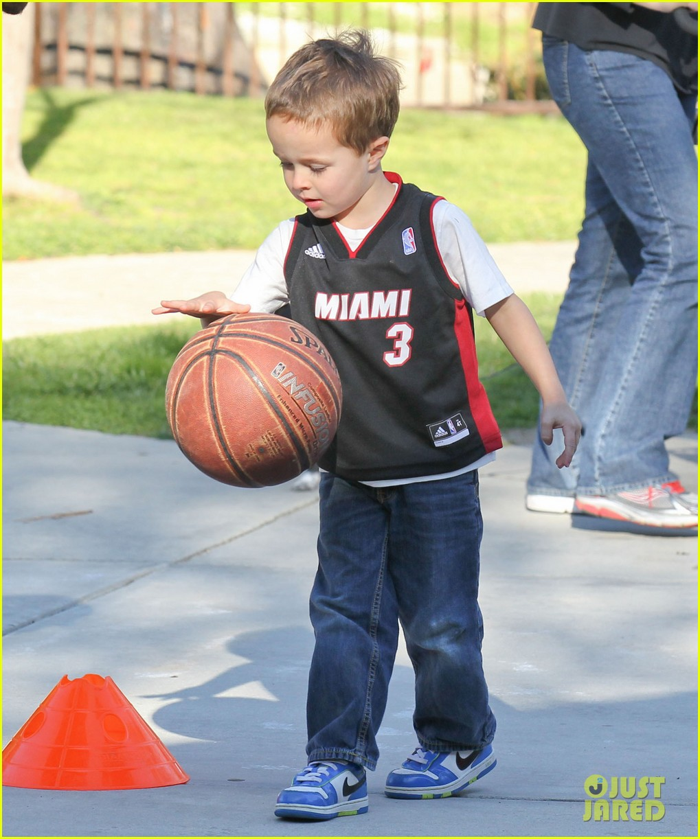 mark wahlberg basketball with brendan 122812201