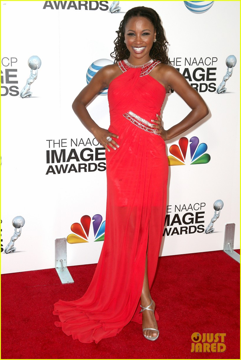 quvenzhane wallis accepts viola davis naacp award 082802864