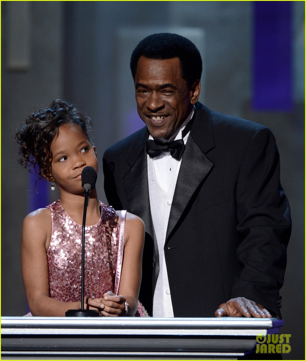quvenzhane wallis accepts viola davis naacp award 122802868