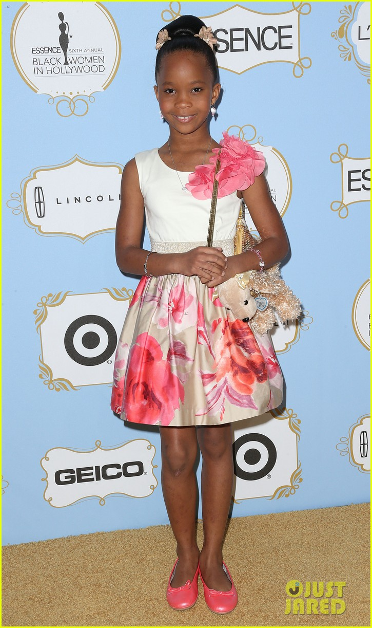 quvenzhane wallis puppy purse at pre oscars 2013 events 01