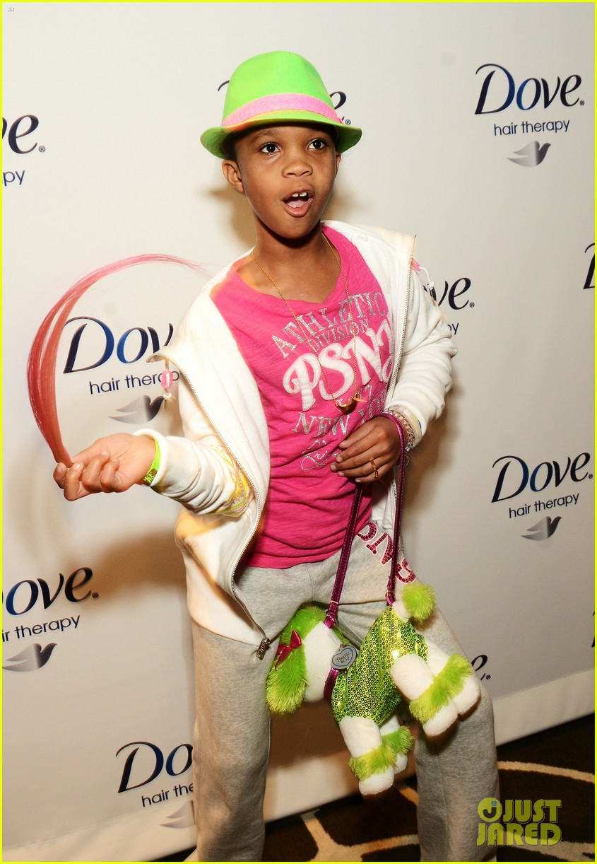 quvenzhane wallis puppy purse at pre oscars 2013 events 032817640