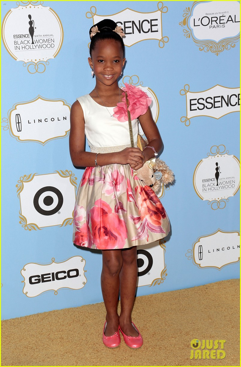 quvenzhane wallis puppy purse at pre oscars 2013 events 092817646