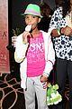 quvenzhane wallis puppy purse at pre oscars 2013 events 06