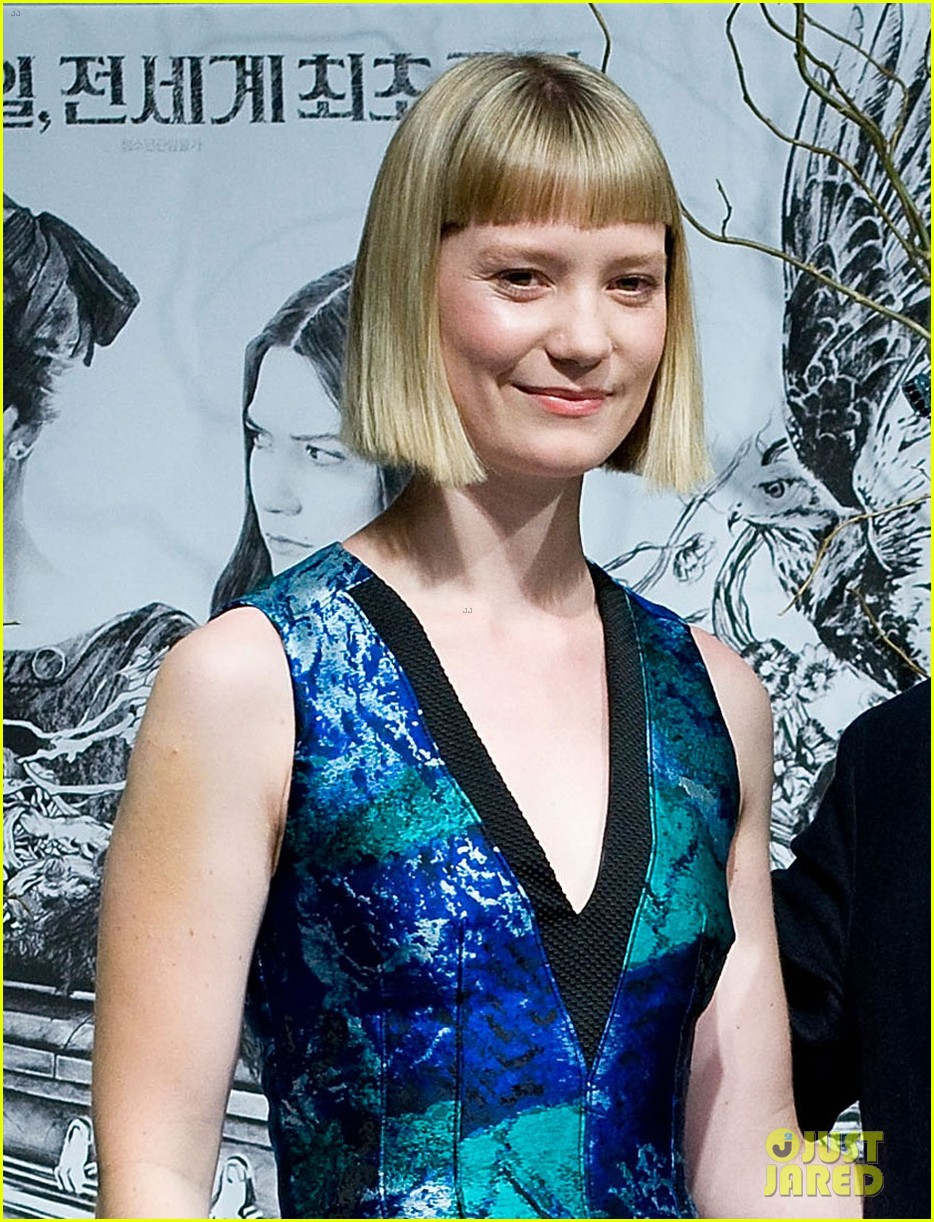 mia wasikowska stoker south korea press conference 042816751