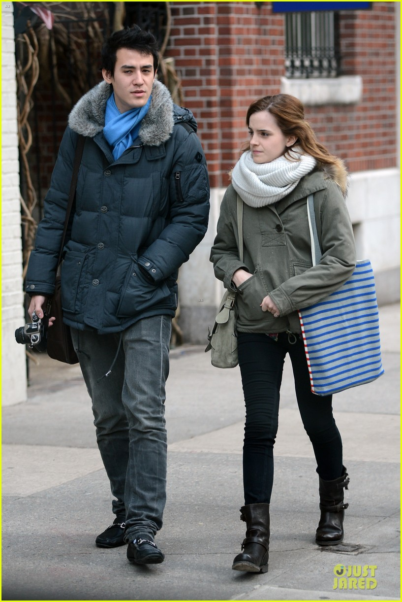 Emma Watson Amp Will Adamowicz Romantic Stroll After