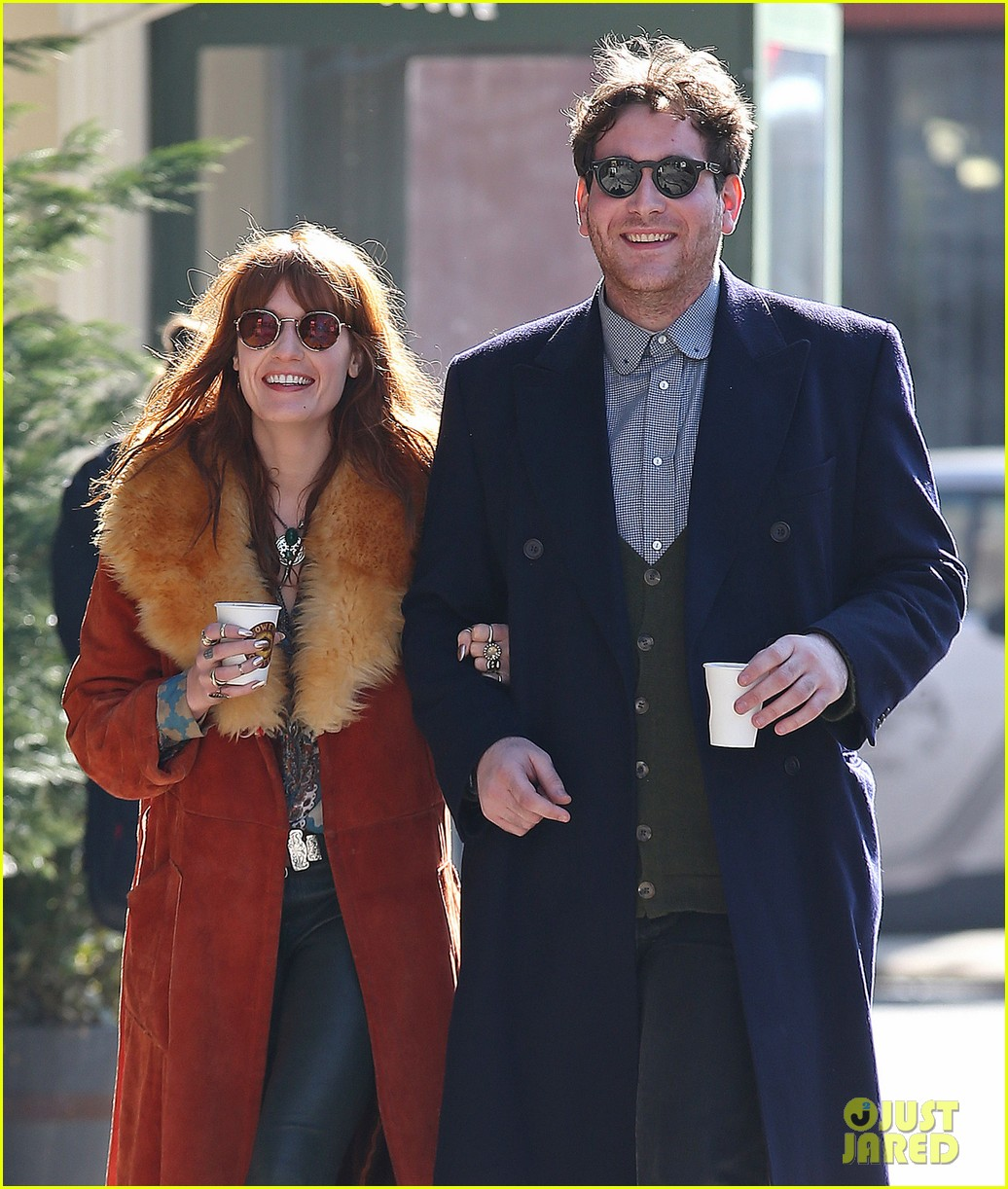 florence welch valentines day stroll with mystery man 02