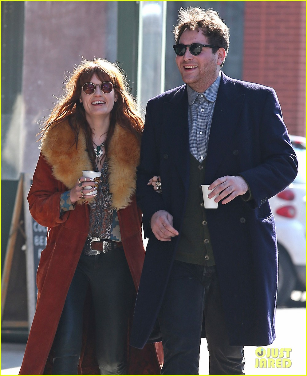 florence welch valentines day stroll with mystery man 04