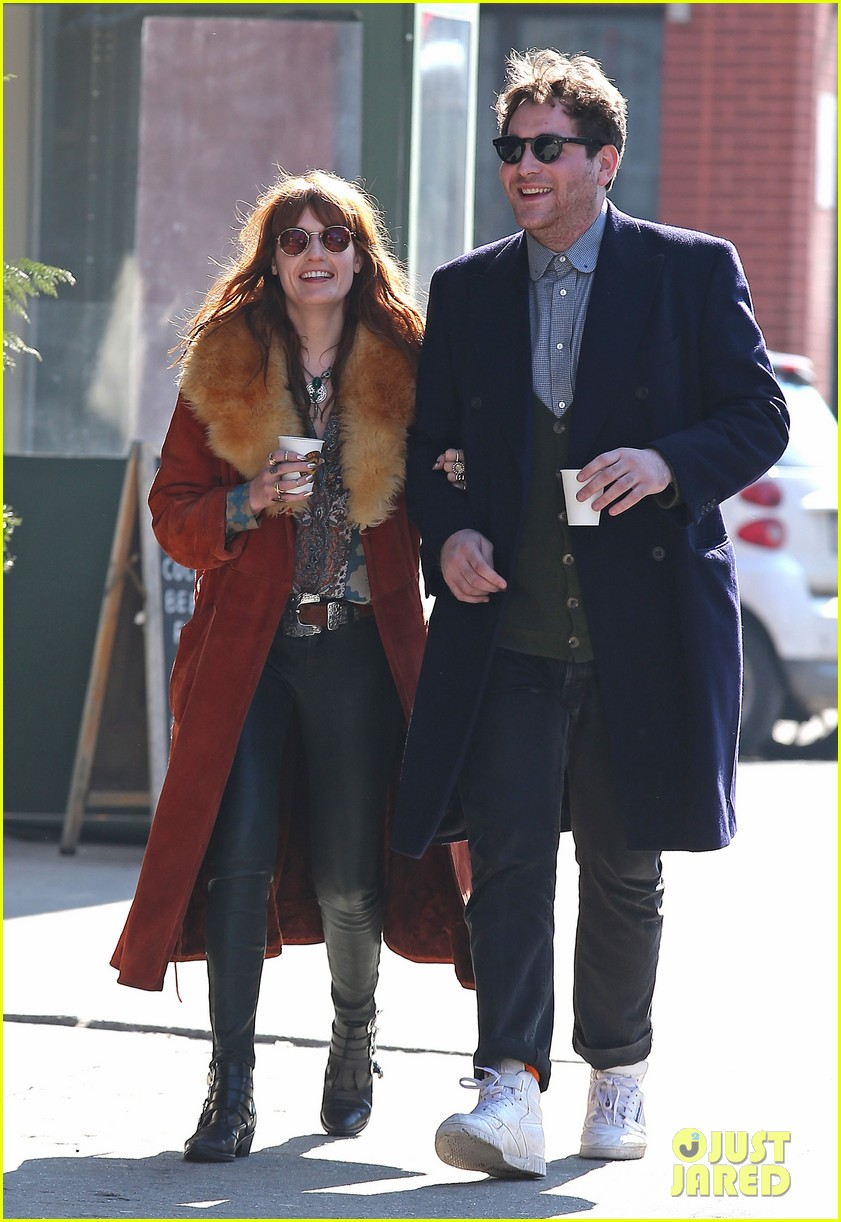 florence welch valentines day stroll with mystery man 08