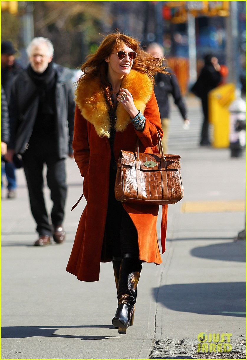 florence welch valentines day stroll with mystery man 13