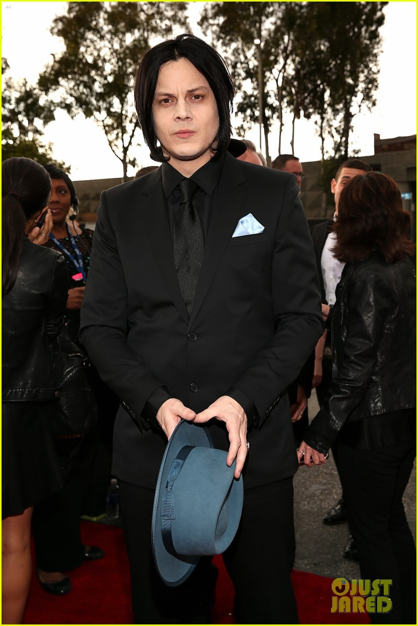 jack white grammys 2013 red carpet 02