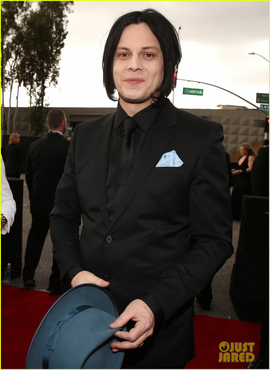 jack white grammys 2013 red carpet 062809392
