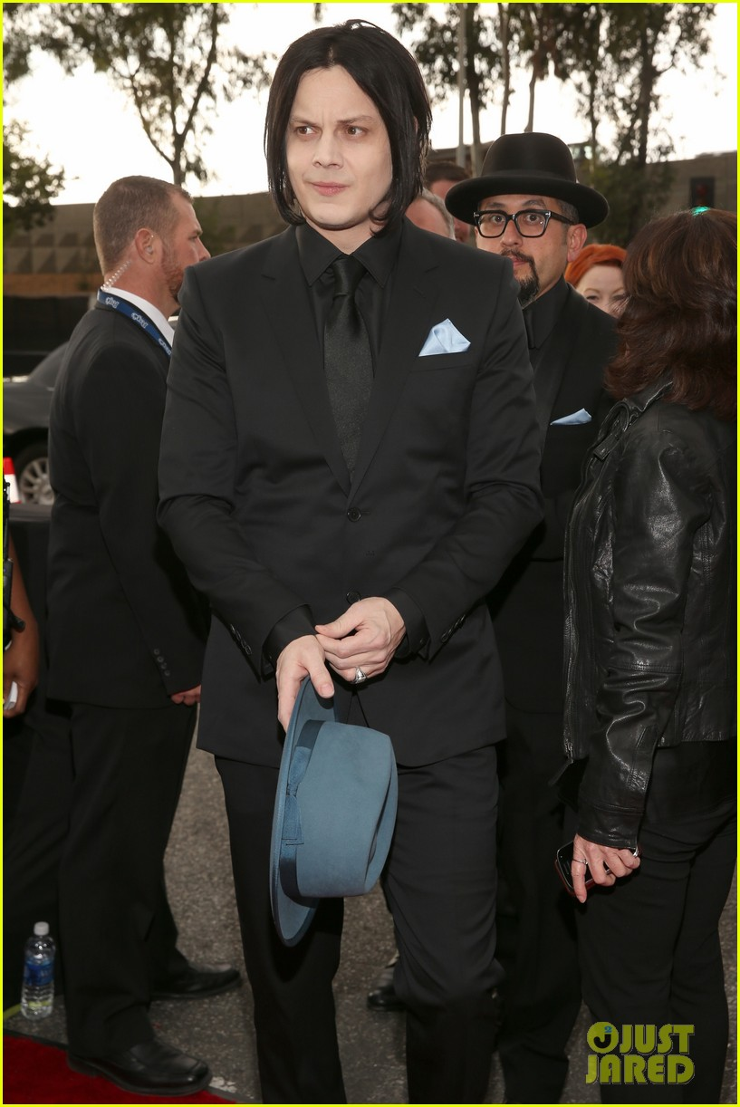 jack white grammys 2013 red carpet 082809394