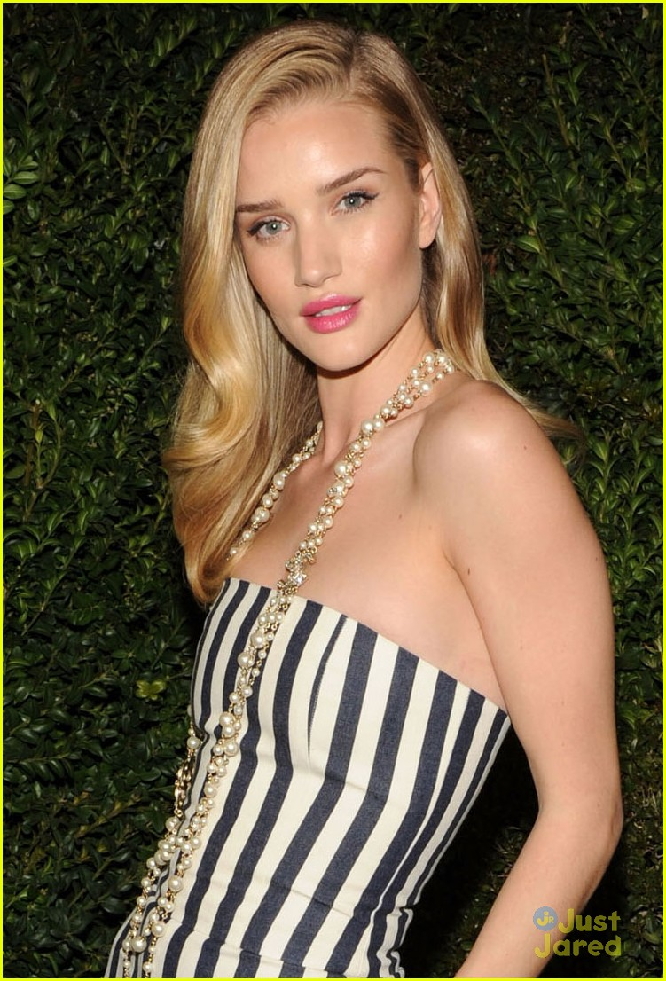 rosie huntington whiteley felicity jones chanel pre oscars party 2013 022818459