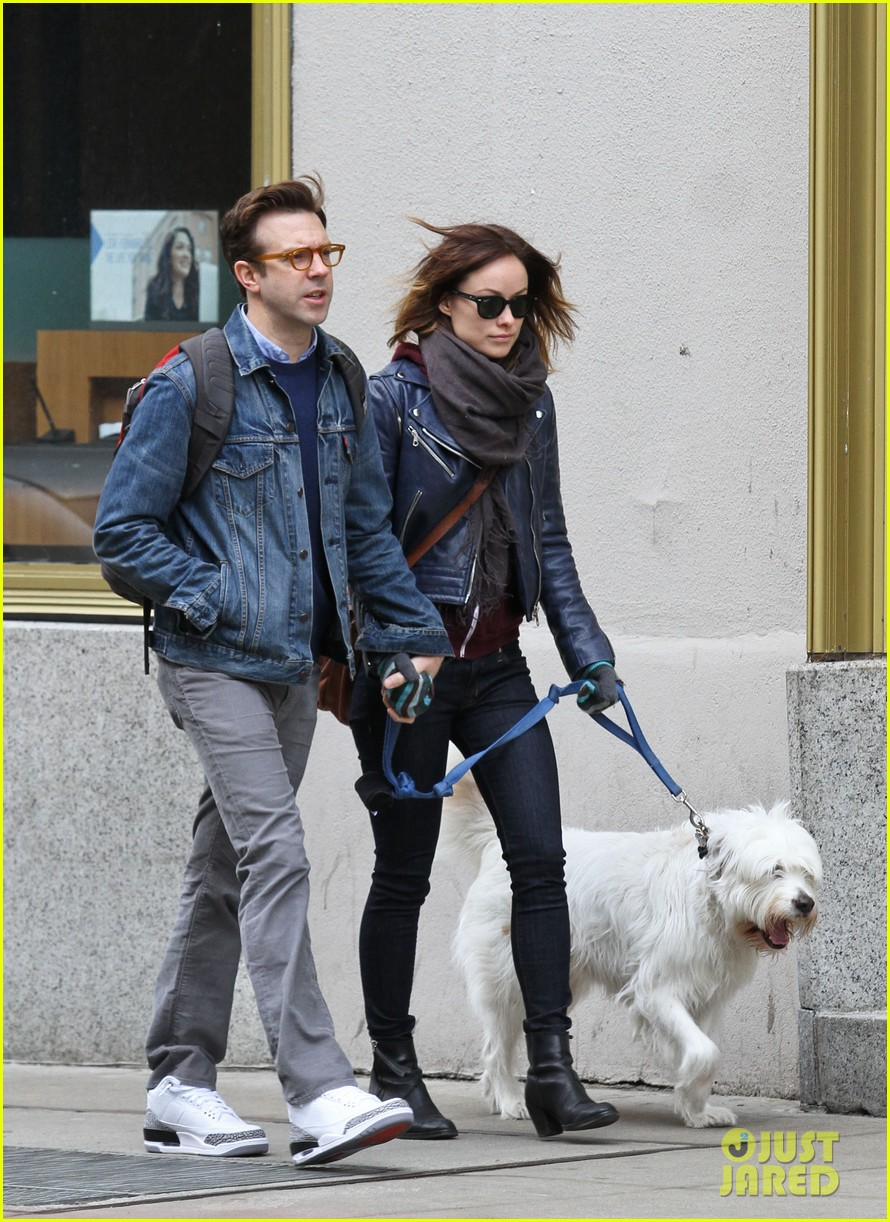 olivia wilde jason sudeikis big apple dog walk 012813850