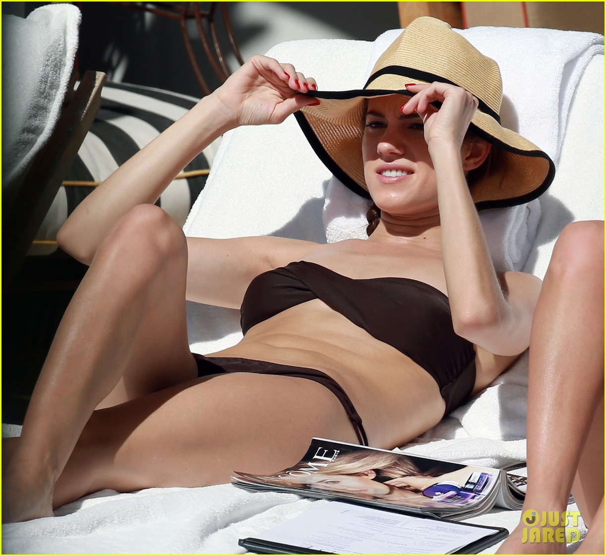 allison williams bikini babe in miami 01