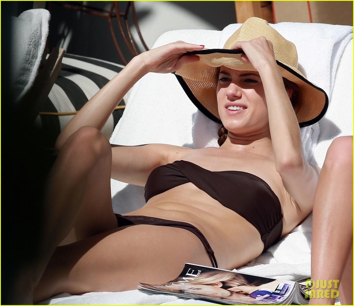 allison williams bikini babe in miami 062804453